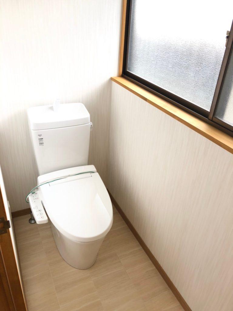 トイレ交換、床、クロス交換。温水洗浄暖房便座。人感センサー照明にしました。消し忘れなし♪