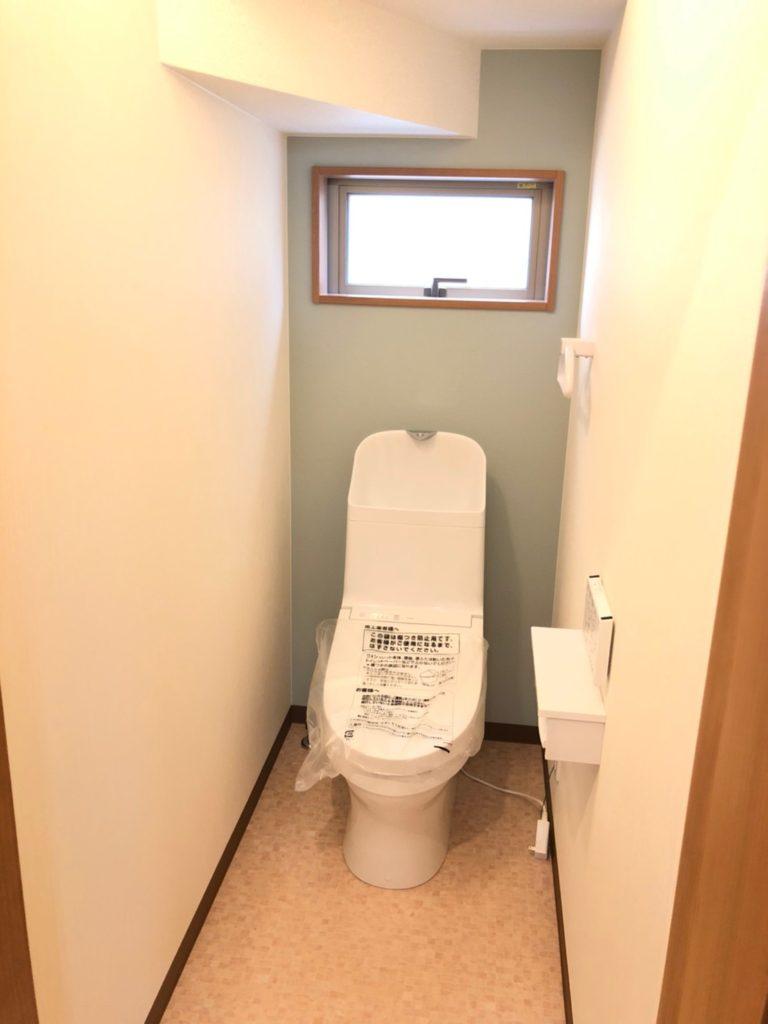 1階トイレ。2階にもあります♪