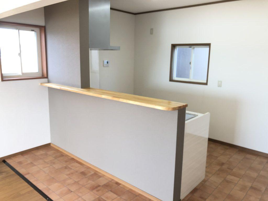 キッチンカウンターを新設しました!床もクロスも張り替え済み☆(キッチン)