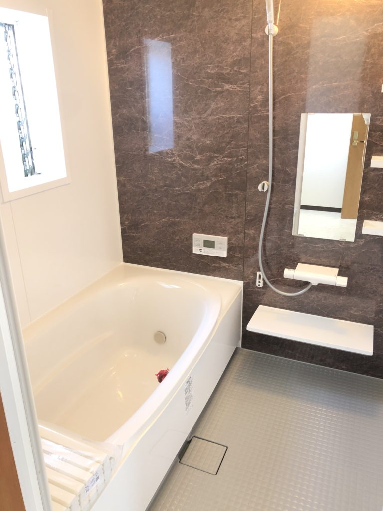 新品☆一坪サイズの広々お風呂!自動湯張り、追焚き機能付きのオートバスです♪(風呂)