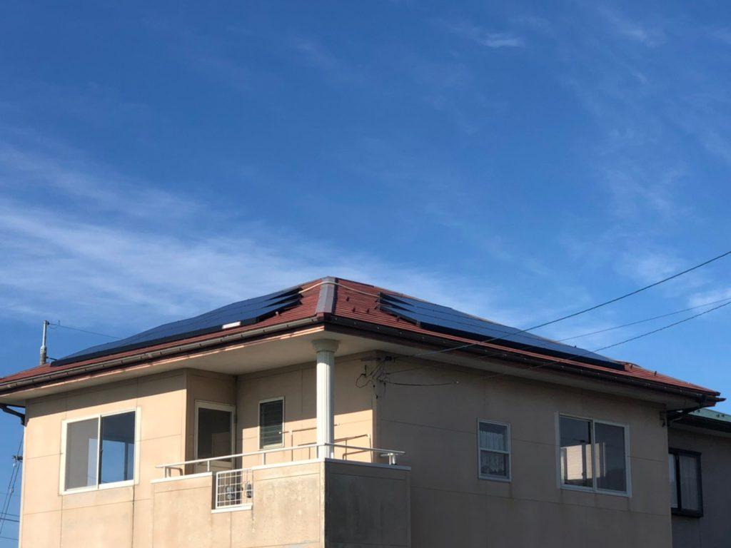 屋根3面に太陽光パネルが付いています!自家発電で省エネ!売電収入もあります♪(外観)