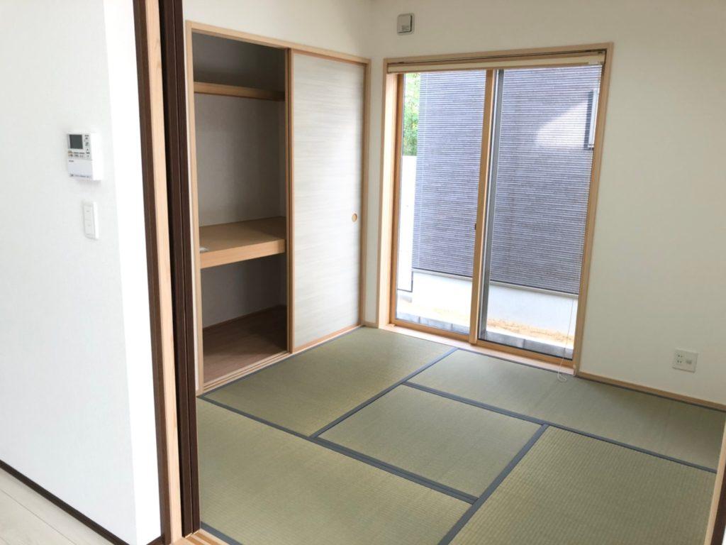 重宝するキッチン横の和室。お子様のキッズスペースにも。