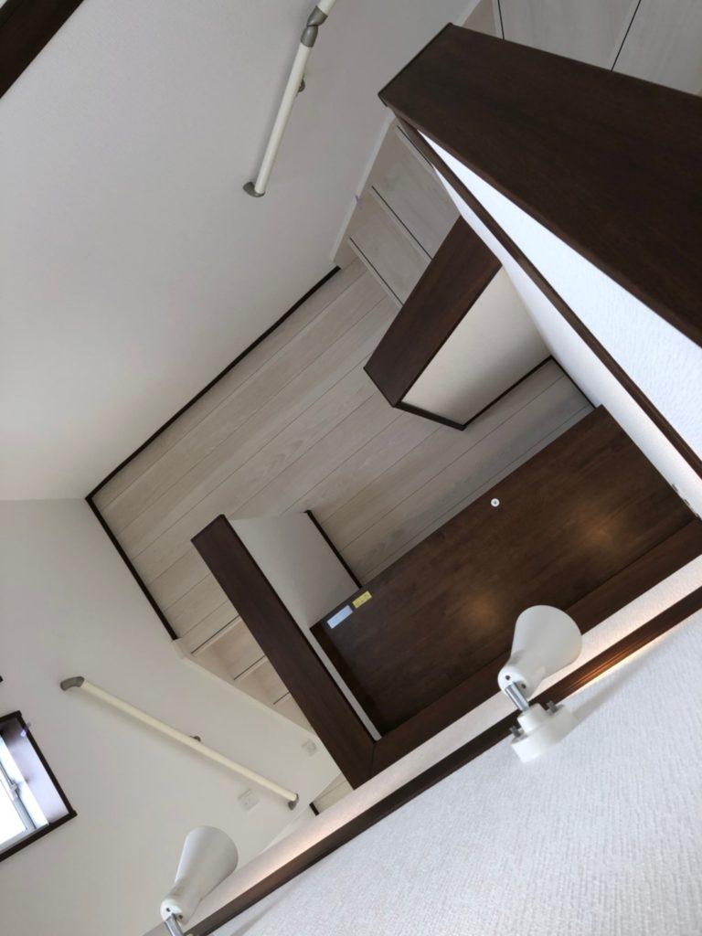 階段の途中の中2階スキップフロア。