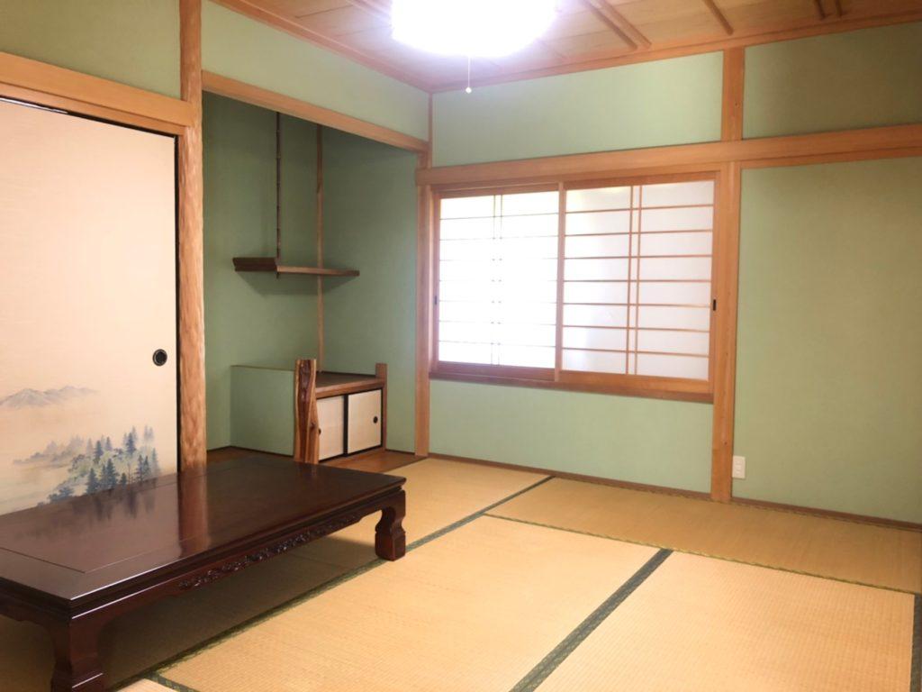 2階和室(北西側)立派な床の間があります。
