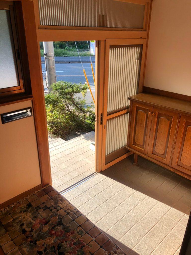 和テイストの広々とした玄関。(玄関)