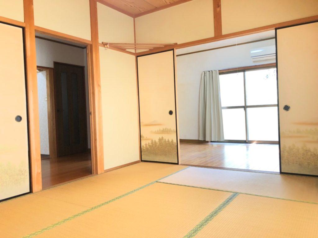和室には廊下から入れる扉がありますので独立したお部屋としても使えます。