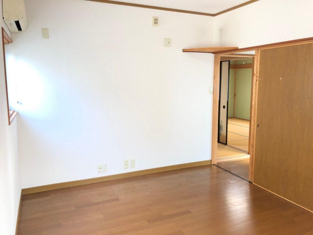 2階洋室。エアコン付いてます。