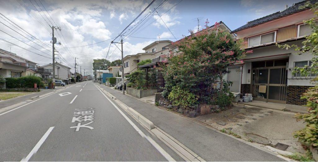 前面道路写真。大森神社前の道沿いです♪(外観)