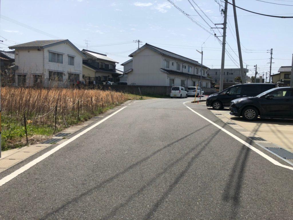 前面道路北側より撮影(外観)