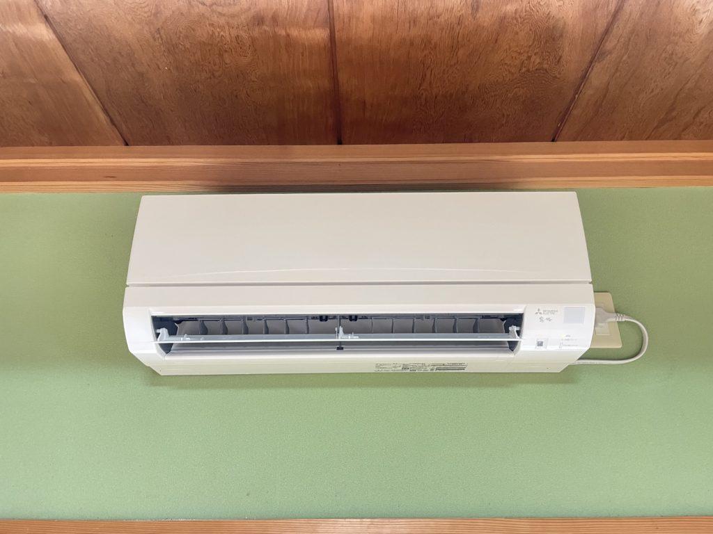 リビング隣の和室のエアコン、この度新品に交換しました!