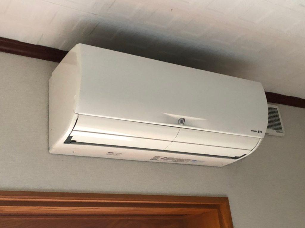 リビング横の洋室のエアコン